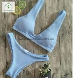 2017명의 유럽 여자는 수영복 섹시한 균열 수영복 비키니를 한탄한다
