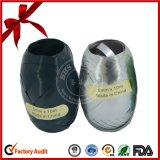 Weihnachtsgeschenk, das Polykräuselnfarbband-Ei verpackt