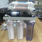 Het drinken onder het Systeem van de Filter van het Water van de Gootsteen RO met Minerale Bal