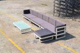 優雅なホテルの柳細工の屋外のテラスの家具のコーナーの藤のソファー