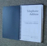 Carnet d'adresses spiralé de téléphone avec des couvertures de plastique dans beaucoup de tailles