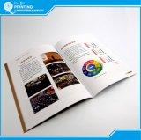 Livre À couverture dure et livre de catalogue d'obligatoire parfait
