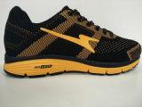 Pattini correnti atletici di colore giallo del nero di disegno di modo
