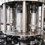 Riga di riempimento della macchina di rifornimento liquida della piccola bottiglia dell'animale domestico/acqua minerale