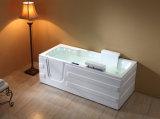 Vieille promenade handicapée de massage de salle de bains de luxe dans la baignoire