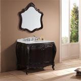 Cabina de cuarto de baño derecha del nuevo suelo con el espejo