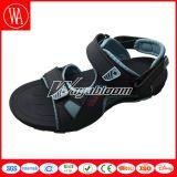 Nuovi sandali della spiaggia di estate di modo per gli uomini e le donne