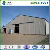 産業鉄骨構造の小屋か倉庫または建物