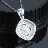 女性925の純銀製の鎖が付いているはめ込まれた高級な真珠のネックレスのペンダント