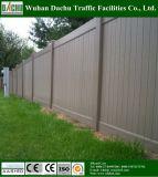 Alta cerca calificada del PVC