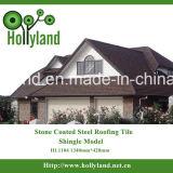 La piedra saltara la hoja revestida del material para techos del metal (el tipo clásico)