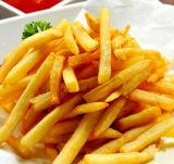 As microplaquetas de batata que fritam a máquina/franceses fritam a frigideira/o equipamento da fritura