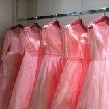 Sacchetti pieghevoli netti molli lilla Ivory del coperchio del vestito da cerimonia nuziale dell'indumento
