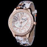 Nuevos relojes de manera rosados baratos del color para las mujeres 2017