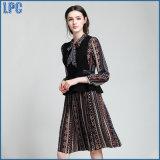 新しい女性の衣類の印刷のLace-upチュニックの服のベストの方法スーツ