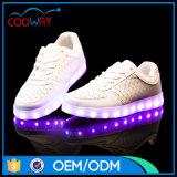 Matériau lumineux spécial, chaussures confortables de la DEL d'hommes de revêtement, chaussures d'Adule