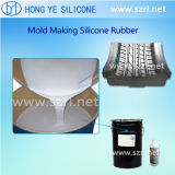 液体のシリコーンゴム、プラチナおよび凝縮によって治されるシリコーンを形成するタイヤ