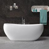 黒い石造りの浴槽、アクリルの支えがない楕円形のたらい
