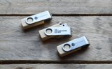 Mecanismo impulsor de destello del clip del eslabón giratorio del USB 3.0 de la memoria de madera del USB 2.0 con insignia