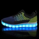 中国の工場はFlyknitの通気性の人にブートに新しいPruduct LED偶然靴をつけさせる