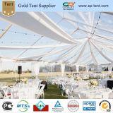 Tente claire de luxe d'événement d'usager avec le plancher et les décorations intérieures