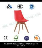 Las guarniciones del hardware fijaron la silla plástica de los pies de madera sólida - color transparente, negro