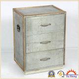 Natual木トリムが付いている銀製の金属および木旧式な箱