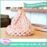 Chapéus feitos malha do fio de lãs do inverno forma robusta volumosa barata