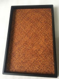 Grande articolo di legno rettangolare che dispone cassetto
