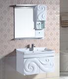 Шкаф ванной комнаты PVC самомоднейшей конструкции установленный стеной с зеркалом