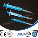 Wegwerfspritze mit eingehangener Nadel