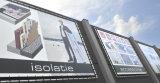 비닐 메시 기치를 광고하는 큰 건물 담