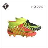 Zapatos al aire libre del nuevo de la mano de obra fútbol de la luz con la parte superior y TPU Outsole del acoplamiento