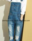 In generale casuali lunghi delle blue jeans del denim delle donne