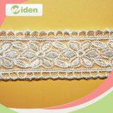 豪華なパターンによって束ねられる花嫁の網のレース