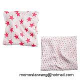 昇進の赤ん坊は優雅なデザインの綿モスリンの綿から成っている総括的包む