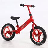 La bicicleta colorida del balance del bebé embroma la bici del balance
