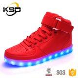 OEMの新しい方法慰めの靴はデザイン人の靴ライトをひもで締める