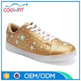 Schoenen van de Sporten van de Tennisschoen van het Af:drukken van de Ster van de fabriek de Witte Unisex- Oorzakelijke