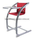 Justierbarer Baby-Stuhl mit großem Teller