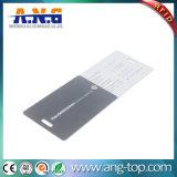 Il biglietto da visita a forma di stampato con un foro può girarsi