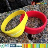 Wristband clásico libre 1K del silicón RFID MIFARE de las muestras ISO14443A para el parque del agua