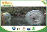Het Opblaasbare Water dat van de Ballen van het water Bal Zorb voor het Park van het Water loopt