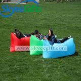 多彩な軽量のスリープの状態である空気ソファー
