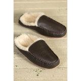 モカシンの羊皮の冬の人の靴革のホームスリッパ