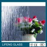 明確な雨タケによって曇らされるパタングラス