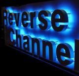 明るい広告の印、LEDのハローによってバックライトを当てられる経路識別文字