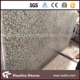 カウンタートップまたはVanitytopのための中国の安い灰色の花こう岩の平板