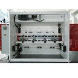 El CNC presiona el freno con la dobladora de Da52s/Steel (TB-S)