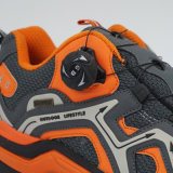 バックルを回す靴をハイキングする新しいデザイン良質の屋外スポーツの靴